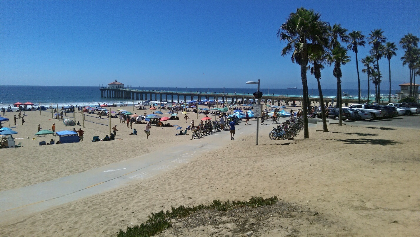 Best Fun Things To Do in Manhattan Beach, CA Sand Dune Park. Great workout. Los Angeles Urban Adventures. This was an amazing LA experience. Downtown Manhattan Beach. Downtown Manhattan is a really neat town located next to manhattan beach. Manhattan Beach Hometown Fair. First time here at the Manhattan Beach Hometown Fair. Polliwog Park. (5 more items).